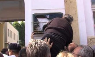 Tehnologija provokacija i profitiranja : HDZ izbacio ćirilicu iz Vukovara